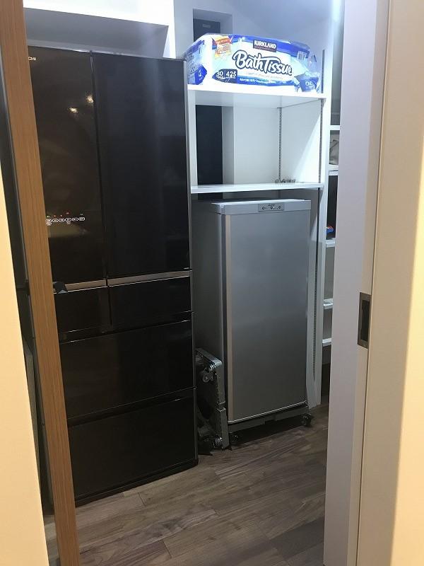 パントリーに冷蔵庫と冷凍庫